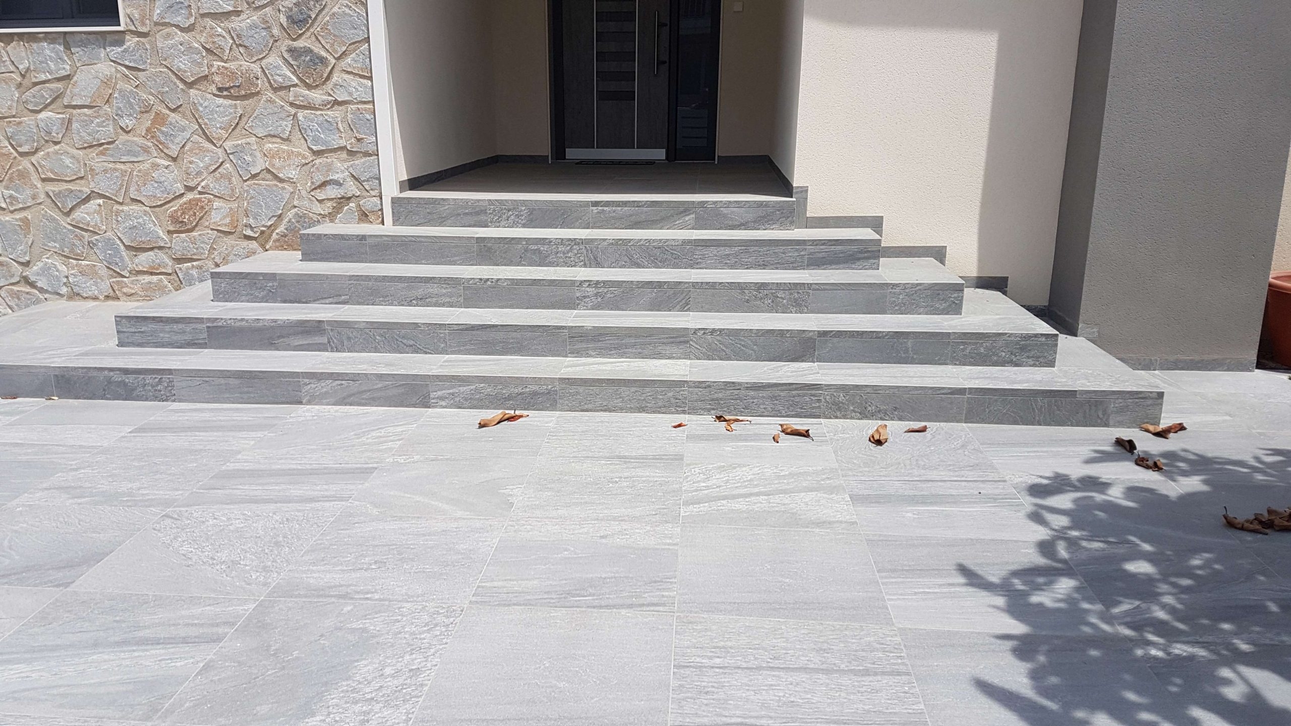 block-paving-tiles-garden-steps-with-cobbe-paving-wall